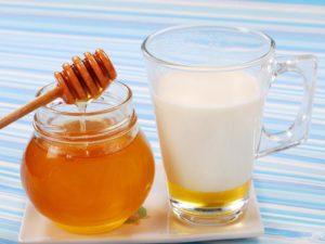 Как пить молоко с маслом и медом от кашля