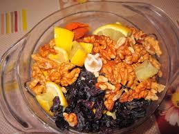 Как приготовить витаминную смесь из сухофруктов с орехами, медом и лимоном