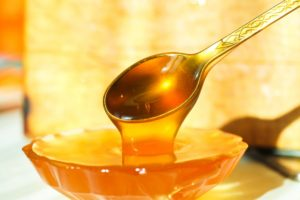 Можно ли давать детям и взрослым мед при температуре