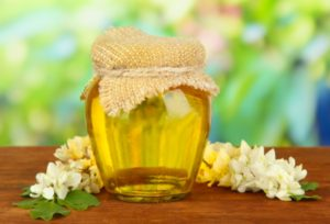 Полезные свойства и особенности акациевого меда