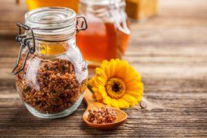 Польза, вред и способ применения меда с прополисом