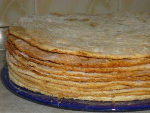 Как правильно испечь медовые коржи для торта